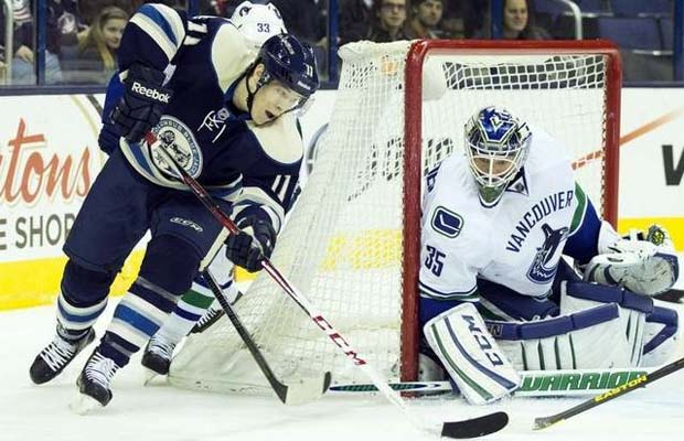 Matt Calvert, Columbus Blue Jackets vs Cory Schneider, Vancouver Canucks